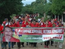 El candidato Andrés Eloy Méndez y el Alcalde Felipe Romero en la Caminata de cierre de Capaña en el Municipio Sucre