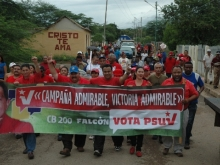El candidato Andrés Eloy Méndez, el Alcalde Felipe Romero y la Diputada Daicis Lopez en la Caminata de cierre de Capaña en el Municipio Sucre