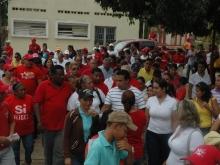 La gente en la Calle cominando con el Candidato Andrés Eloy Méndez