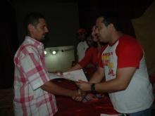 Andrés Eloy Méndez entregando Certificado al Consejo Comunal