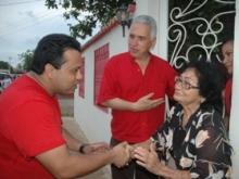 Visitando casa por casa en compañia de otros candidatos